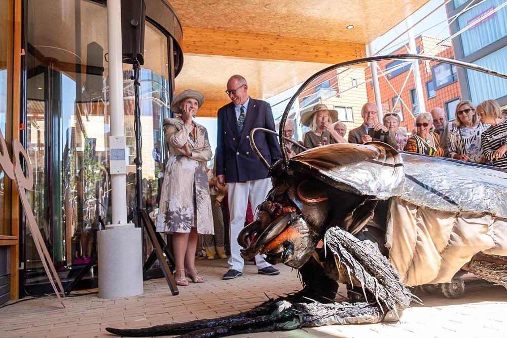 Opening CODA museum Apeldoorn - met Carin Reinders, wethouder Detlev Cziesso en Big Bugs Show met Groot Kakkerlak